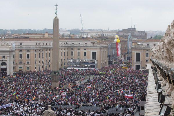 Des centaines de milliers de pèlerins ont assisté à la canonisation de Jean Paul II et Jean XXIII