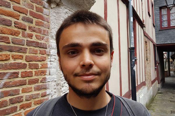 Entre le volontariat et la rentrée universitaire, priorité au job d'été pour le Antoine