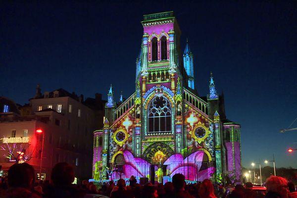 Sur l'église Sainte-Eugénie sont évoquées, entre autre,s différentes réalisations architecturales à travers le monde.