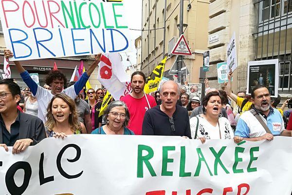 La faucheuse de chaise Nicole Briend, soutenue par l'ex-candidat à la présidentielle Philippe Poutou.