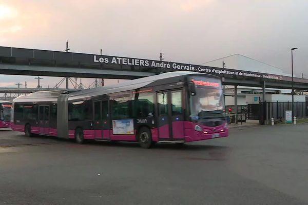 Le dépôt des bus et tramways a pu être débloqué un peu avant 9h ce vendredi 10 janvier.