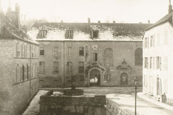 L'ancien séminaire d'Ornans devenu centre de groupement Alsaciens-Lorrains en 14/18