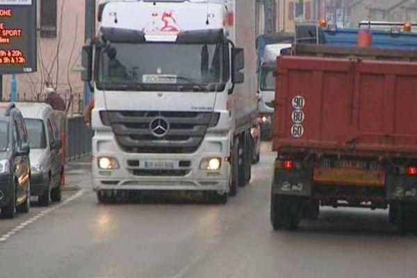 Le centre ville de Port-sur-Saône : Envahi par les poids lourds