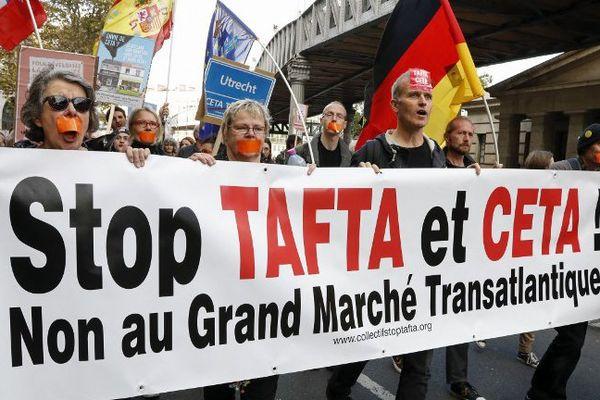 La manifestation parisienne contre l'accord Ceta, le 15 octobre 2016.