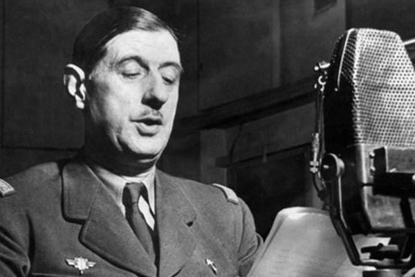 Le 18 juin 1940 à Londres, Charles De Gaulle appelle sur la BBC les Français à la résistance contre l'envahisseur allemand.
