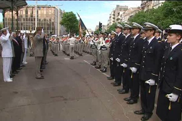 Hommage ce matin à Marseille en présence des différents corps de l'armée et des représentants de l'Etat français