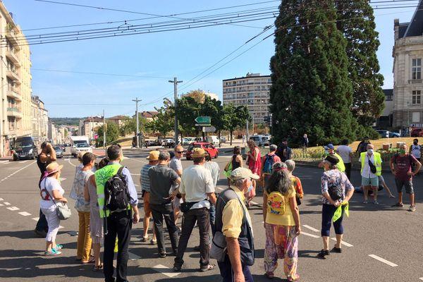 Le cortège a bloqué la circulation devant la mairie de Limoges aux alentours de 15h15