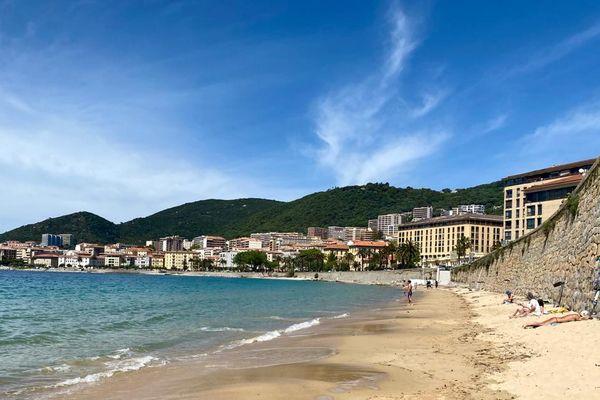 Les plages ajacciennes commencent timidement à se remplir, en ce début de mois de mai.