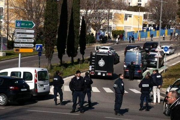 Les forces de l'ordre dans la cité de La Castellane ce lundi.