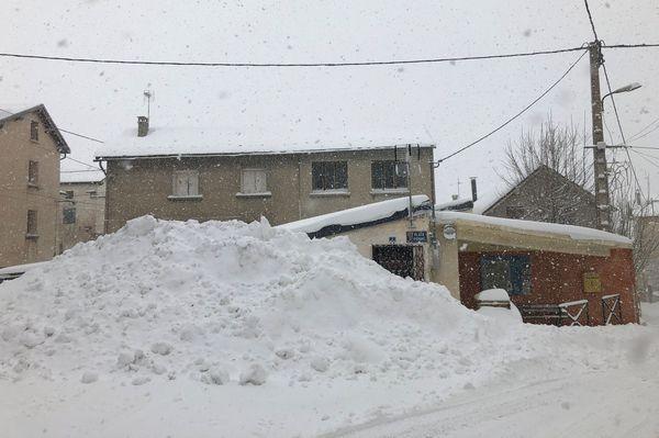 Au Cambre d'Aze à la mi-journée, déjà 60cm de neige tombés
