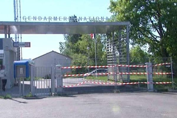 Il semble que ce soit un engin de chantier qui aurait servi à détruire le portail de la gendarmerie d'Aixe-sur-Vienne