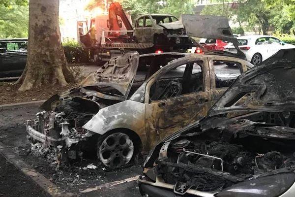 Huit voitures ont été incendiées sur le parking de l'église Saint-Paul dans le quartier Koenigshoffen à Strasbourg.