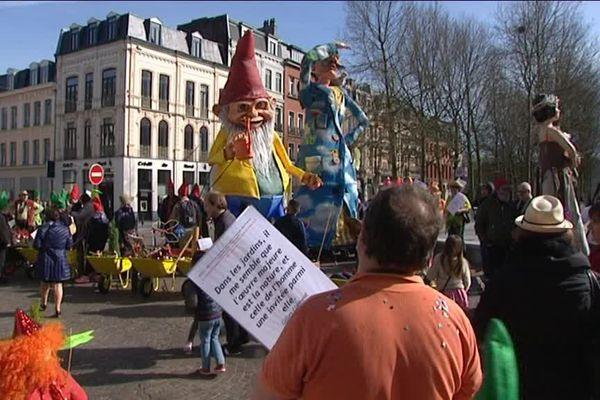 Nain-Nain, le géant des nains de jardin à l'honneur à la parade de Roubaix