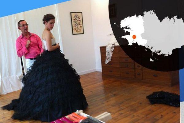 Séance essayage dans l'atelier de broderie de Pascal Jaouen à Quimper