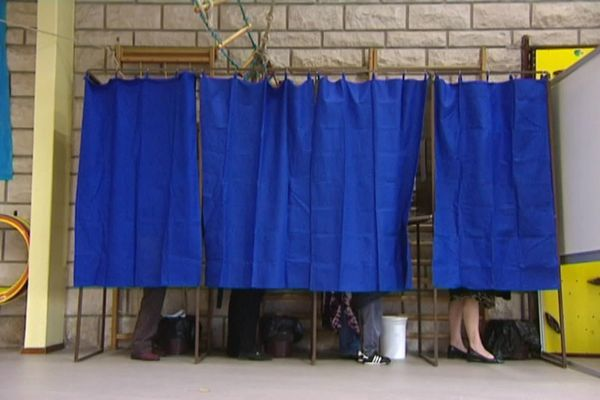 Isoloirs dans un bureau de vote - Illustration