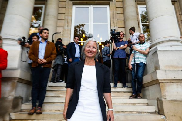 Agnès Thill, députée de la 2e circonscription de l'Oise, déchaîne les passions au sein de son parti. L'élue LaREM défend de son point de vue éthique à l'égard de la PMA à l'aide de comparaisons plutôt douteuses, ce qui pourrait lui valoir une exclusion du parti de la majorité présidentielle.