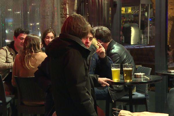 Dans les bars, dès 22 heures, la plupart des consommateurs reconnaissaient qu'il y a avait moins de monde que la veille