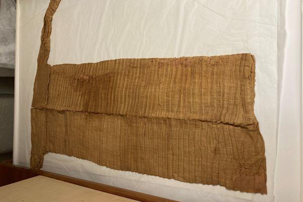 Tunique plissée, Égypte, Ve dynastie (vers 2500 av. J.-C.). Don Société des Amis des musées, 1992.