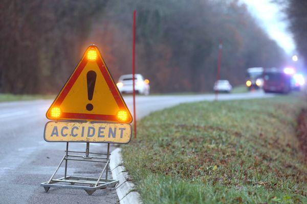 Illustration accident de la route. Un accident qui se termine bien pour cette automobiliste de Haute-Garonne, seulement très légèrement blessée, après plusieurs tonneaux et une chute dans un ravin.