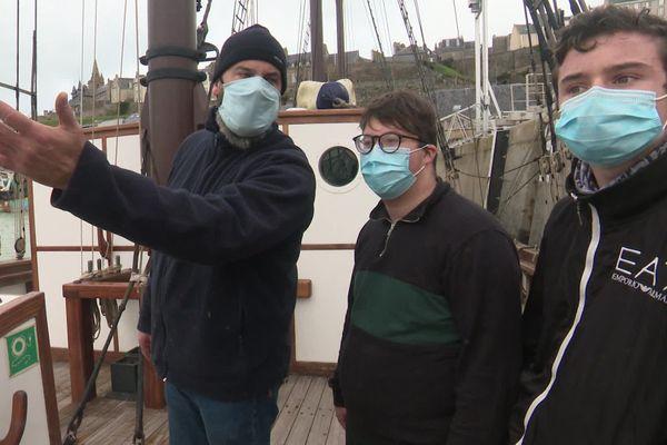 Dylan et Jessy en compagnie de Stéphane, capitaine en second du Marité