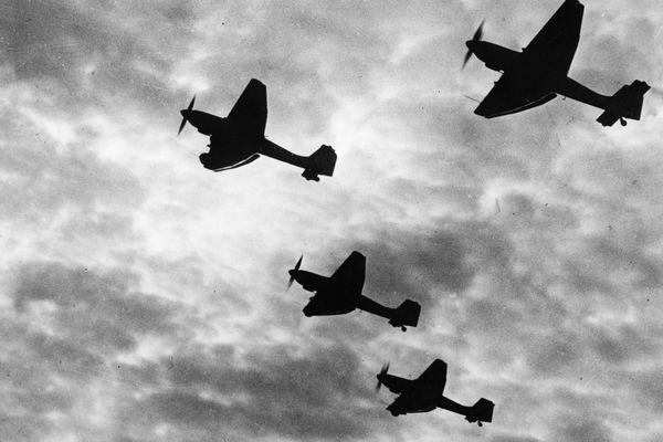 Les redoutables Stukas allemands.
