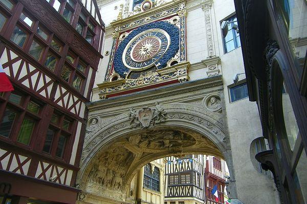 A Rouen, le Gros Horloge essuiera des averses en ce SAMEDI après-midi.