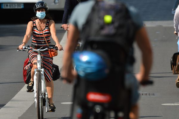 Aller à vélo en ville ne va pas de soi, des associations permettent d'apprendre à pédaler et avoir confiance en soi.