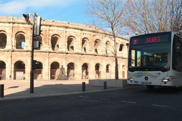 Ca roule depuis mardi matin pour la ligne 2 du Tram-bus :  le premier tronçon traverse tout l'ouest de Nîmes, au total 17 arrêts du CHU Carémeau à la gare, en passant par le centre ville.