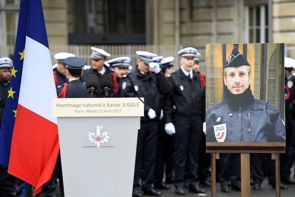 Hommage rendu à Xavier Jugelé, le 25 avril 2017 à la préfecture de Paris.