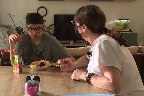 Ana s'occupe de Diego, douze ans, plusieurs après-midi par semaine. juin 2021.