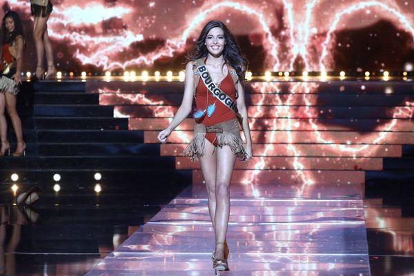 Sophie Diry, Miss Bourgogne, a été sacrée 3e dauphine de Miss France 2020 le 14 décembre 2019