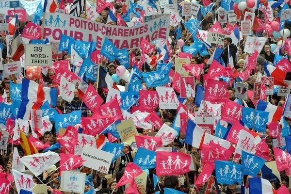1,4 millions de manifestants selon les organisateurs ont défilé de la Défense à la place de l'Etoile à Paris pour cette troisième manifestation contre le mariage gay.