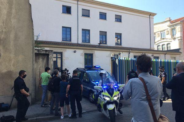 Valence, le 10 juin 2021. Direction la prison pour le Drômois de 28 ans, auteur de la gifle à Emmanuel Macron, lors de la visite du président de la République, le 8 juin, à Tain l'Hermitage.