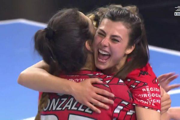 L'explosion de joie des joueuses de l'ESBF après leur victoire sur Nice