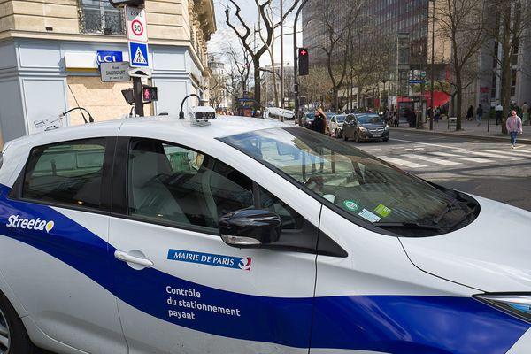 Un véhicule de la société Streeteo, chargée du contrôle et de la verbalisation du stationnement payant à Paris (illustration).