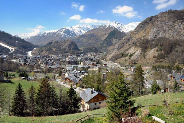 """Le maire de Valloire (Savoie) a constaté l'arrivée d'une """"centaine de vacanciers"""" malgré le confinement. Photo d'illustration."""