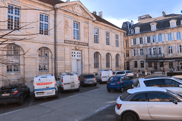 Livré le 10 mars 2020, une semaine avant le confinement, le nouveau palais de justice de Vesoul est encore en période de rôdage, alors que les activités judiciaires reprennent ce 11 mai.