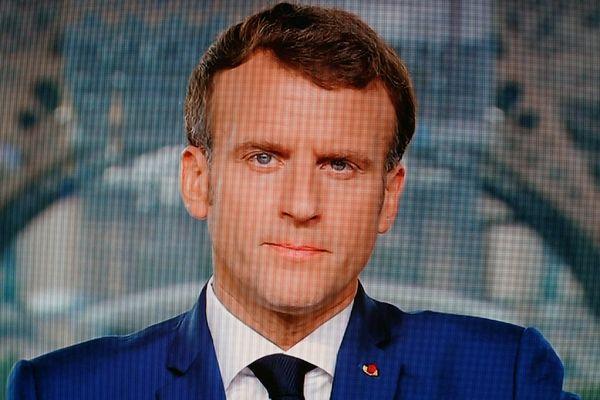 """La vaccination est rendue obligatoire """"sans attendre"""" pour les personnels soignants des établissements de santé, a annoncé Emmanuel Macron ce lundi 12 juillet."""