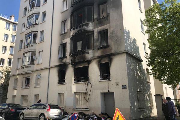 Lyon : un violent incendie dans le quartier des Etats-Unis, 11 personnes légèrement intoxiquées