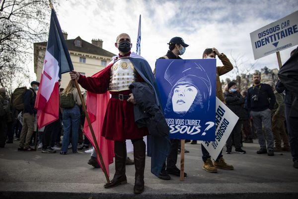 Le 20 février dernier à Paris, des membres du groupe d'extrême droite GI manifestaient à Paris contre l'initiative du ministre de l'intérieur de dissoudre leur mouvement.