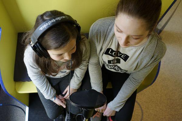 Dans la Lullaby Box, jeunes et moins jeunes enregistrent les comptines qu'ils connaissent / Reims, le 13 février 2019