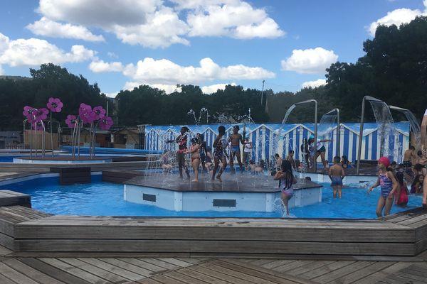 Avec 800m² de bassins installés place du 1er mai, à Clermont-Ferrand, Sable Show est idéal pour se rafraîchir