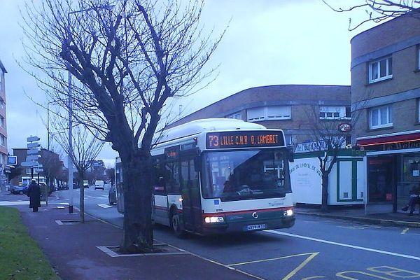 Un bus Transpole à Lomme en 2011.
