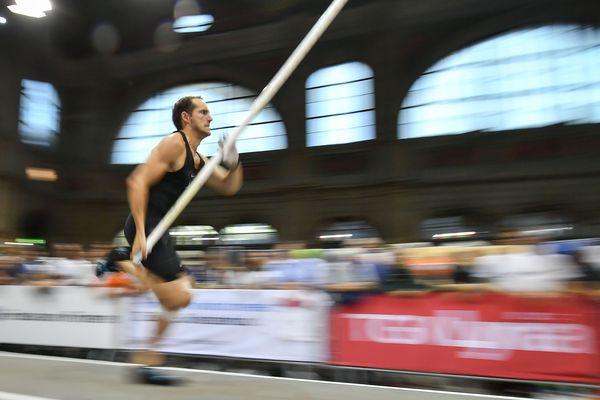 Détenteur du record du monde de saut à la perche en salle, avec 6,16 m, Renaud Lavillenie répondra aux questions des internautes, le lundi 11 février, à 17h00, à l'occasion d'un Facebook Live sur la page de France 3 Auvergne.