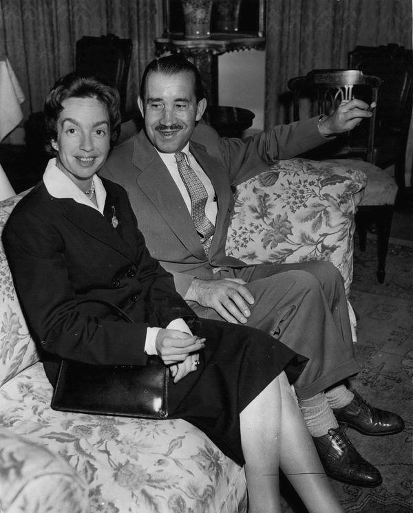Adolf Galland à Londres, avec son épouse, en 1955.