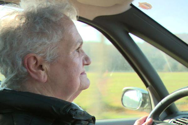 """Monique Bertrand, 76 ans, participe aux ateliers """" seniors, restez mobiles"""" proposés par la prévention routière."""