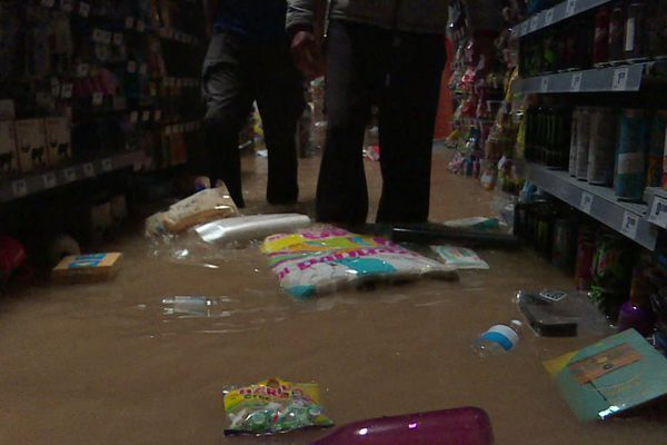 Un supermarché d'une zone d'activités d'Aigues-Vives inondé après les intempéries du 14 septembre 2021.
