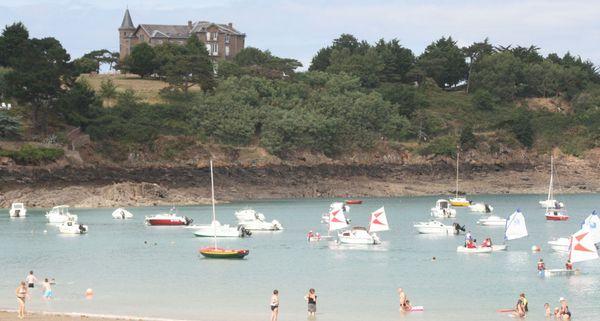 Les sites de vacances sont souvent au bord de l'eau