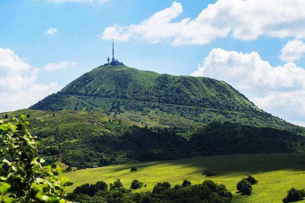 Avec le phénomène d'inversion des températures, les températures en altitude sont plus élevées que dans les plaines. On peut constater des écarts pouvant atteindre entre 10 et 12°C par moments entre le sommet du Puy-de-Dôme et Clermont-Ferrand.