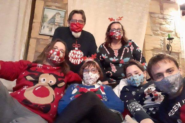 Cette famille de Feigneux n'oubliera pas son Noël de l'année 2020, masqué et limité à six...